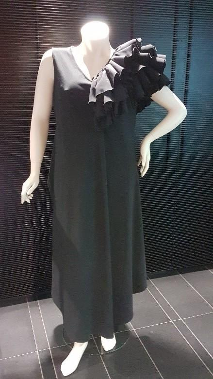 Gala dress made from blend of mechanically recycled cotton and CCA fibres